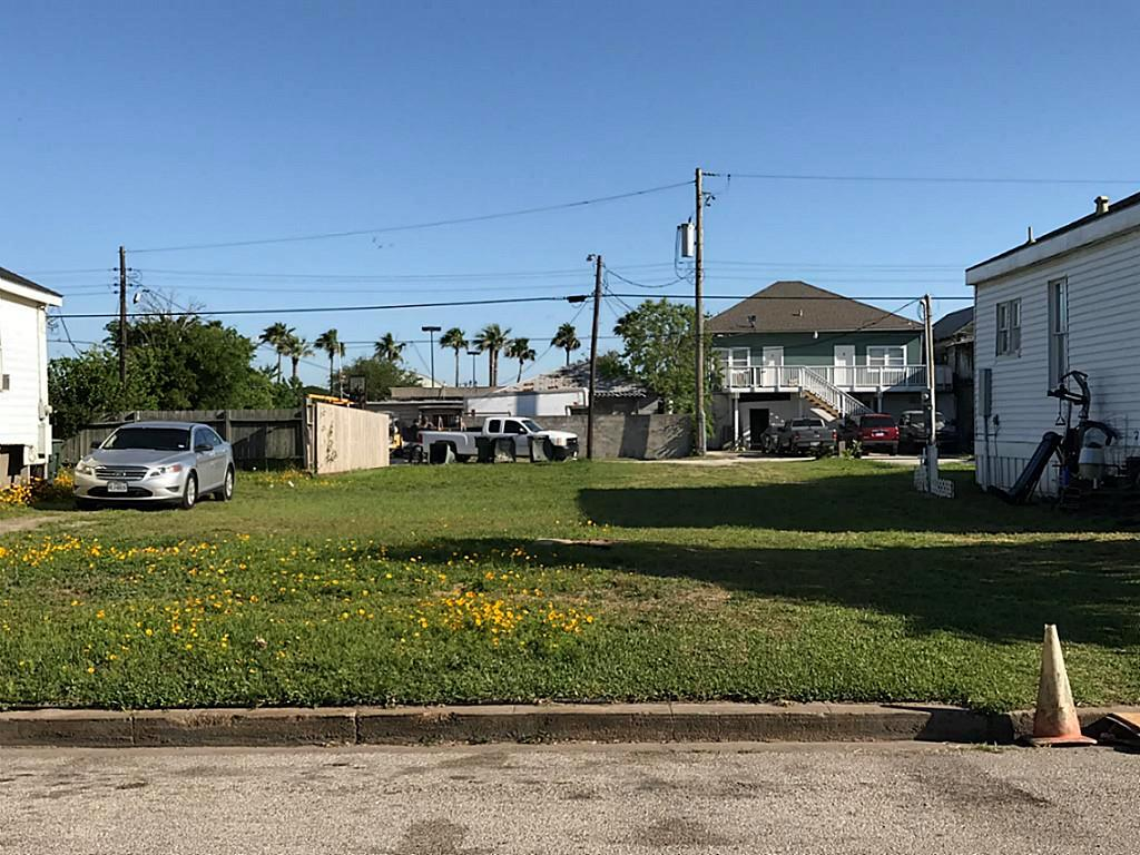 Photo of home for sale at LOT 6 Avenue K, Galveston TX