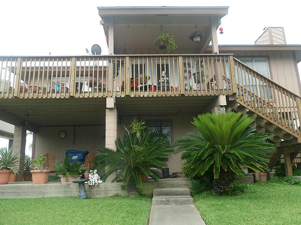 Photo of home for sale at 13 Curlew Street S, La Marque TX