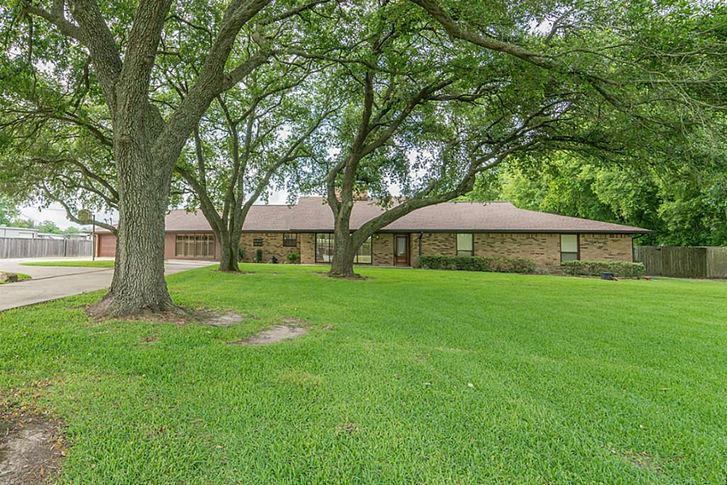 Photo of home for sale at 3816 Wallisville Road E, Baytown TX