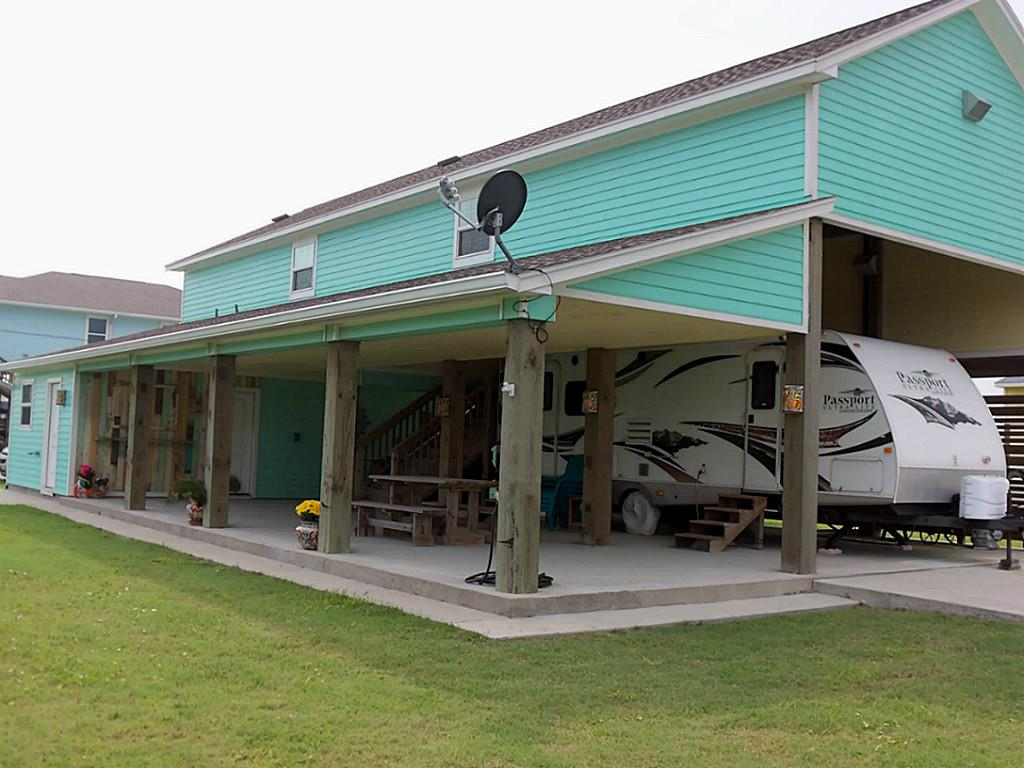 Photo of home for sale at 930 West Lane, Crystal Beach TX