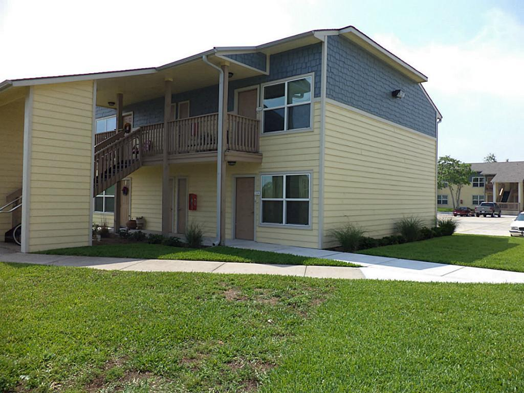 Photo of home for sale at 655 Castle Park Drive, Corpus Christi TX