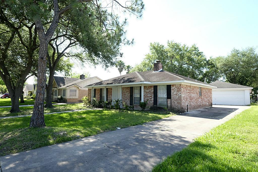 Photo of home for sale at 12331 Lima, Houston TX