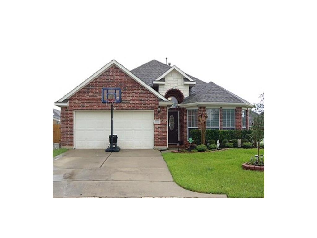 Photo of home for sale at 8102 Cove Timbers Lane, Tomball TX