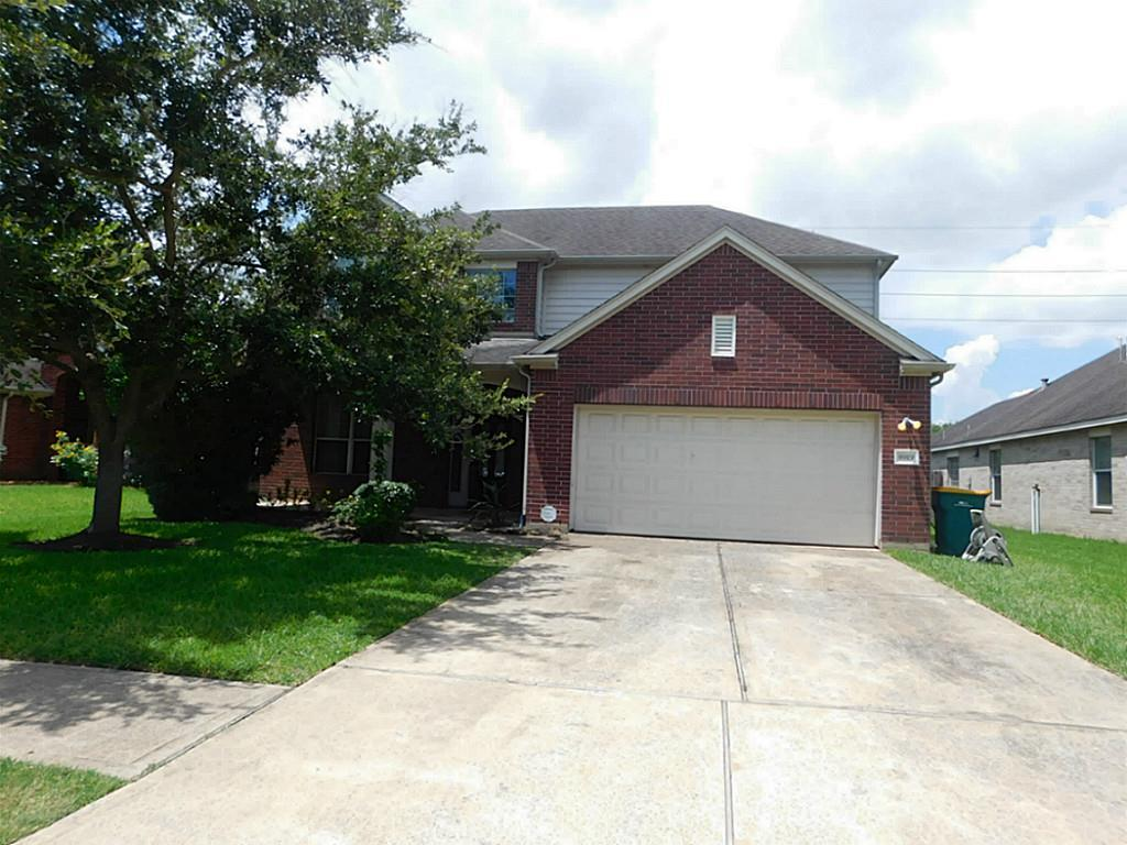 Photo of home for sale at 8919 Sungate Drive, Pearland TX