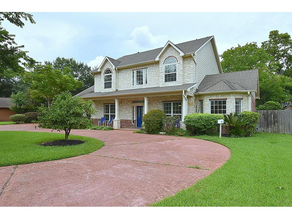 Photo of home for sale at 4373 Macgregor Way N, Houston TX