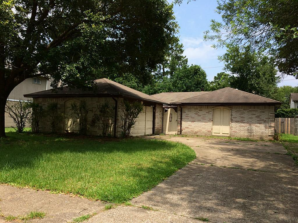 Photo of home for sale at 18822 Pine Trace Court, Humble TX