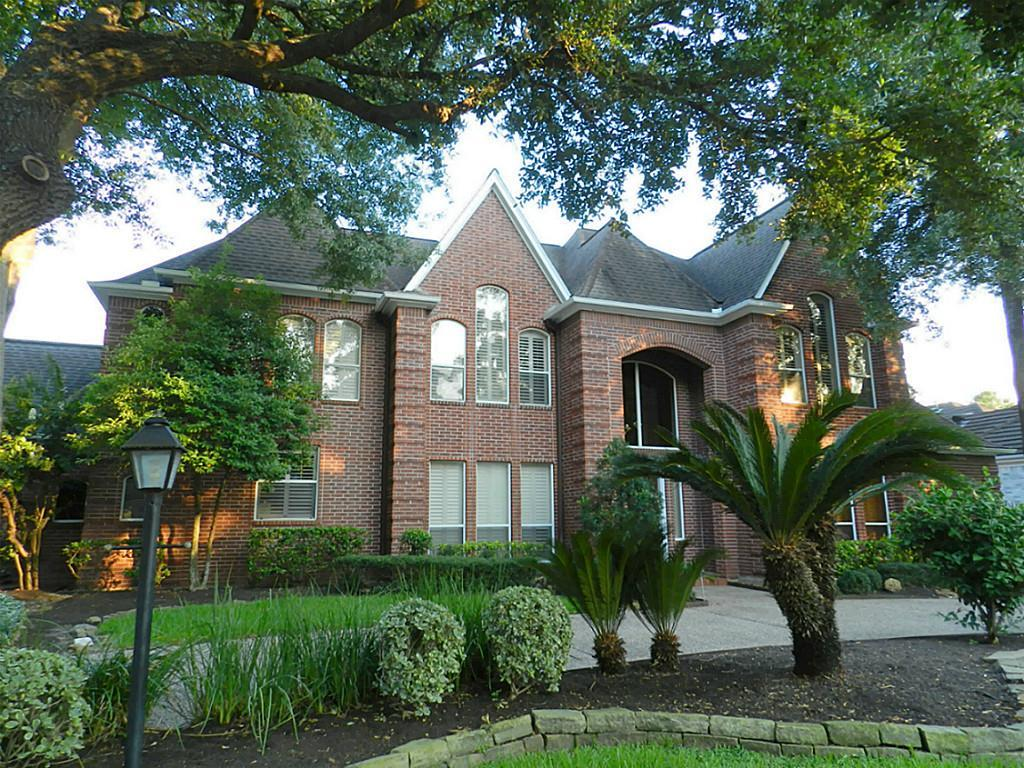 Photo of home for sale at 5123 Graystone Lane, Houston TX