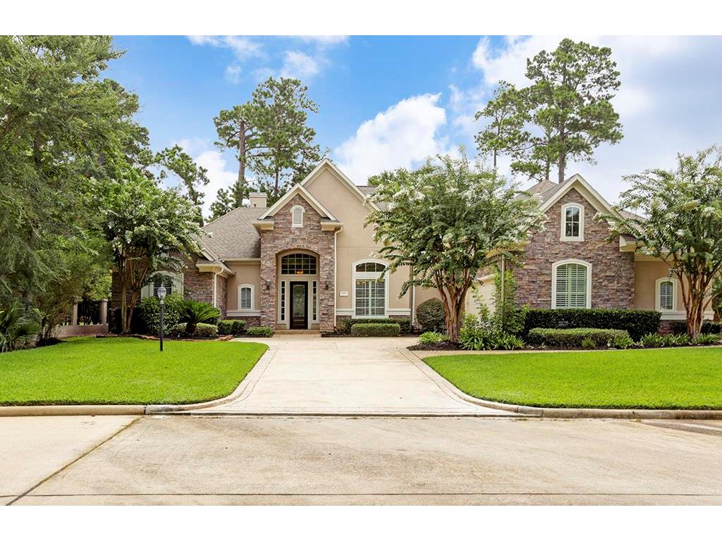 Photo of home for sale at 32 Oaks W, Montgomery TX