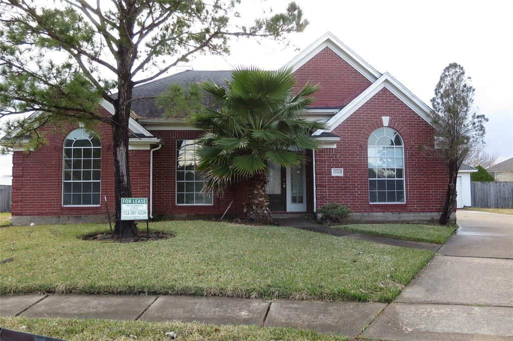 Photo of home for sale at 12742 Brandon Bend Drive, Missouri City TX