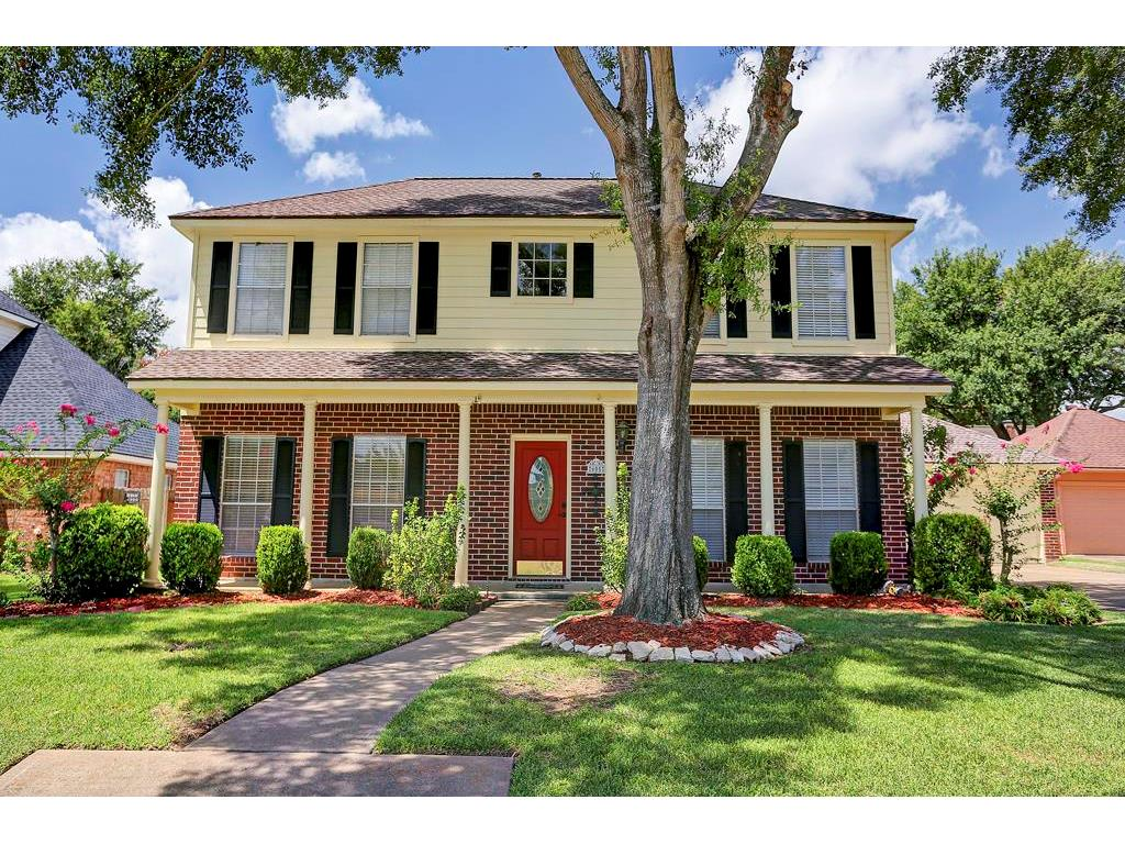 Photo of home for sale at 605 Westview Terrace, Sealy TX
