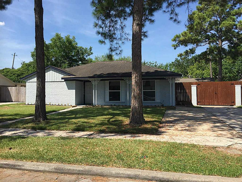 Photo of home for sale at 11206 Sagearbor Drive, Houston TX