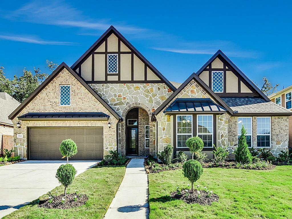 Photo of home for sale at 5323 Sterling Manor Lane, Sugar Land TX