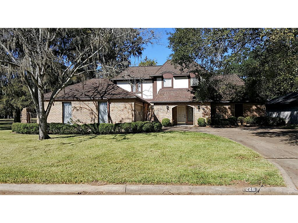Photo of home for sale at 228 Woodhaven Drive, West Columbia TX