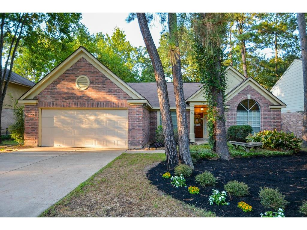Photo of home for sale at 99 Sand Pebble, The Woodlands TX