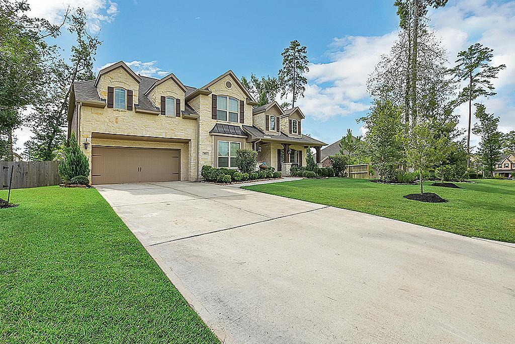 Photo of home for sale at 1813 Lily Meadows Drive, Conroe TX
