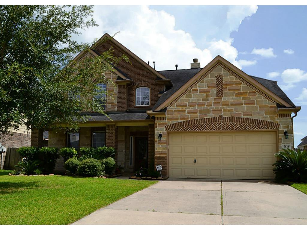 Photo of home for sale at 7410 Misty Lake Lane, Pearland TX