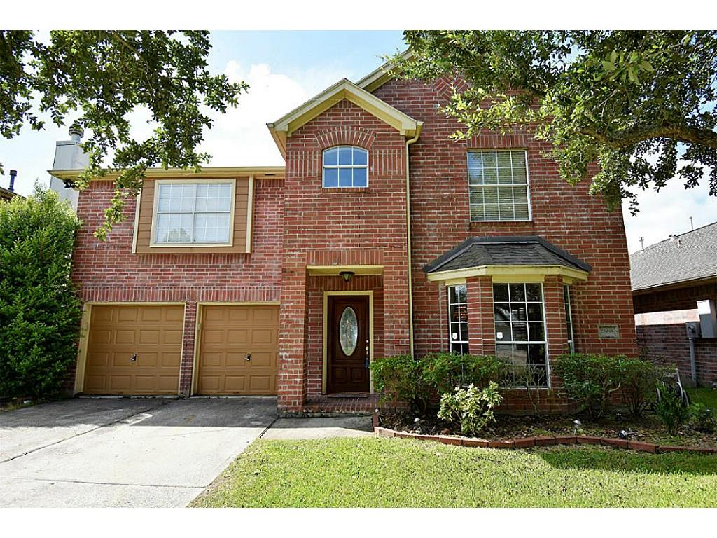 Photo of home for sale at 2888 Lost Cove Court, Dickinson TX
