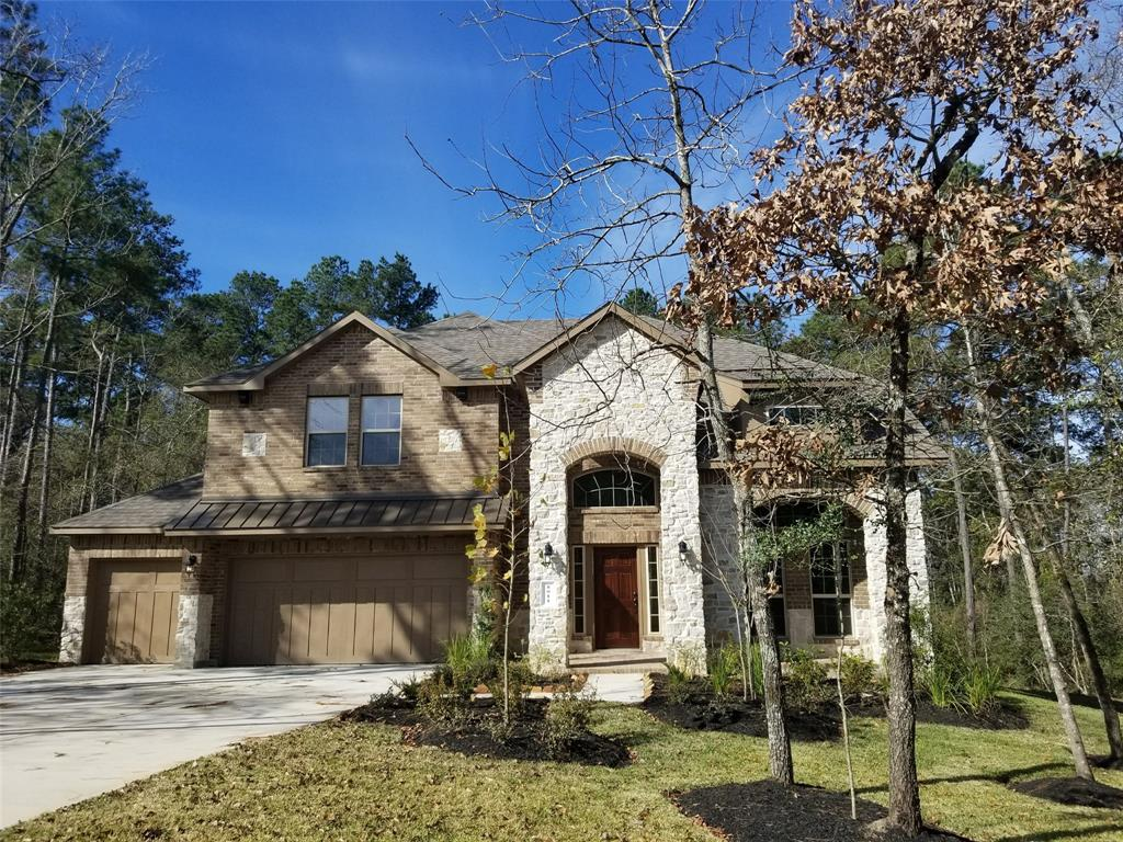 Photo of home for sale at 8011 Bay Bend Drive, Conroe TX