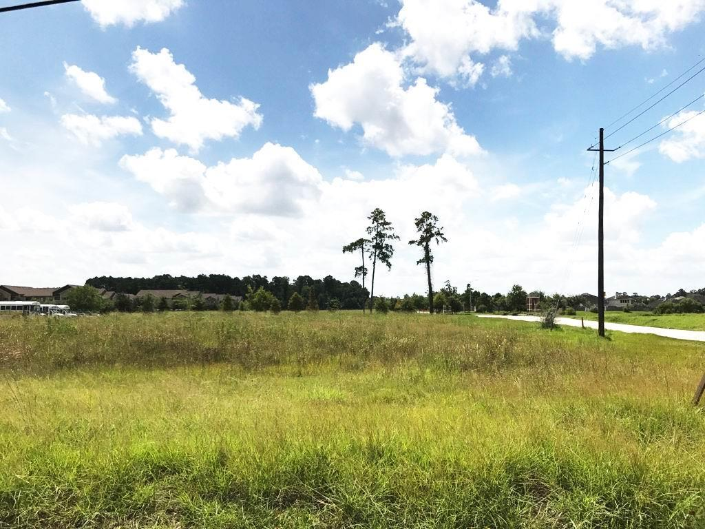 Photo of home for sale at 2122 Holzwarth Road, Spring TX