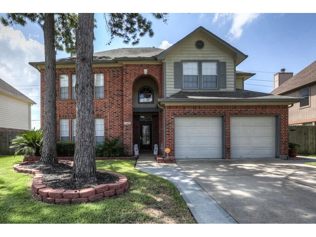 Photo of home for sale at 13403 Lynnville Drive, Houston TX