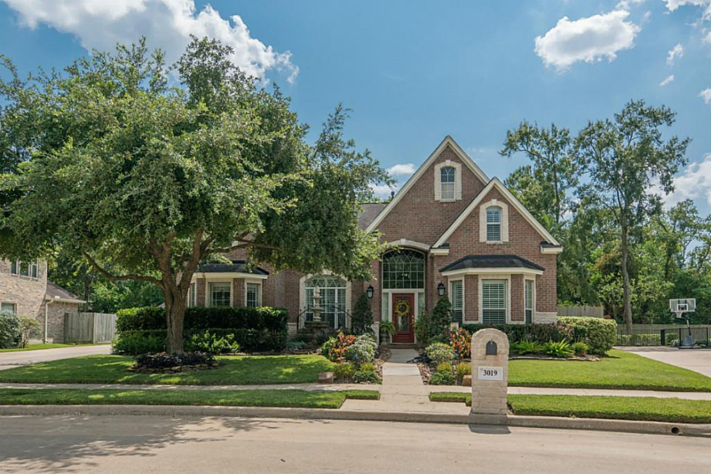 Photo of home for sale at 3019 Knight Lane, Baytown TX