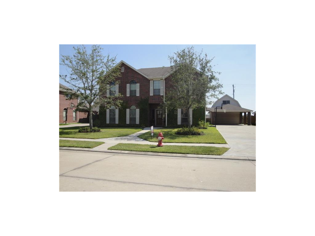 Photo of home for sale at 2013 Sedona Drive W, League City TX