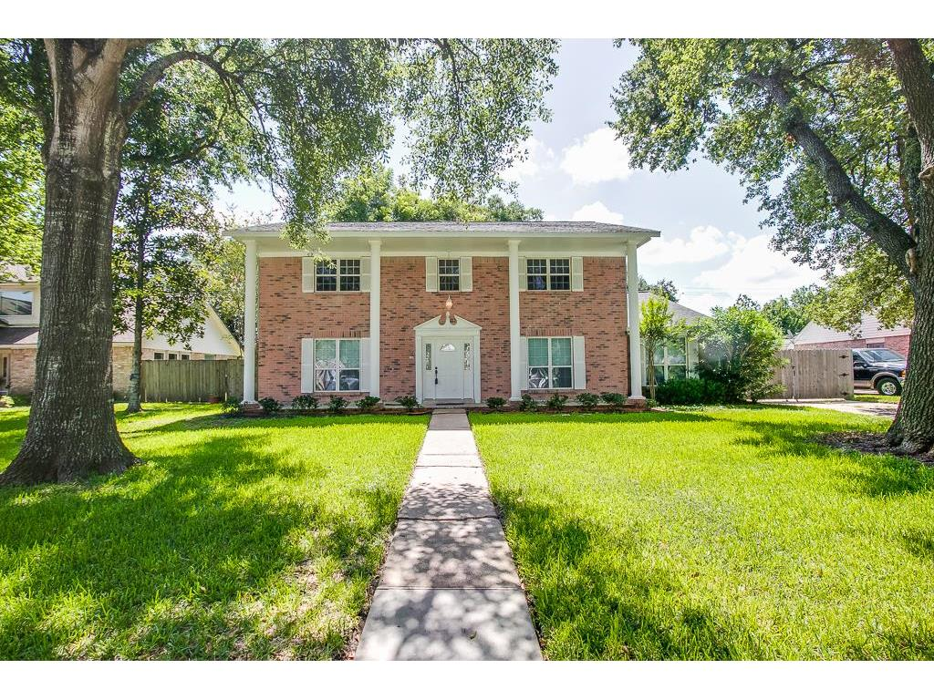 Photo of home for sale at 8002 Argentina Street, Jersey Village TX
