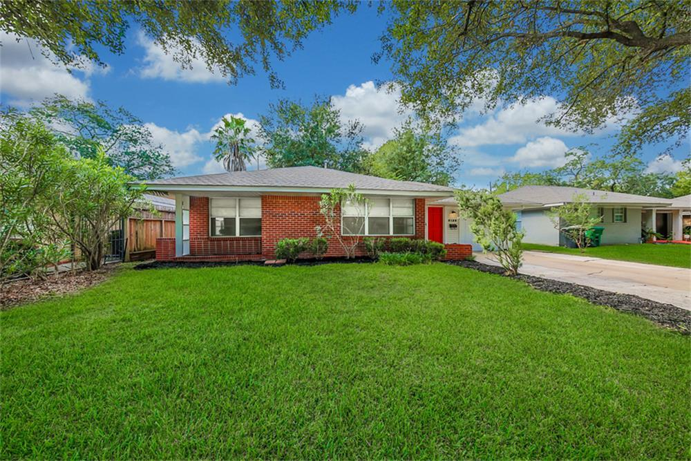 Photo of home for sale at 5129 43rd Street W, Houston TX