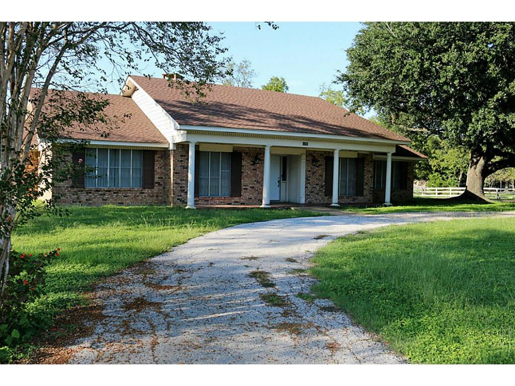 Photo of home for sale at 1201 Main Street E, Madisonville TX