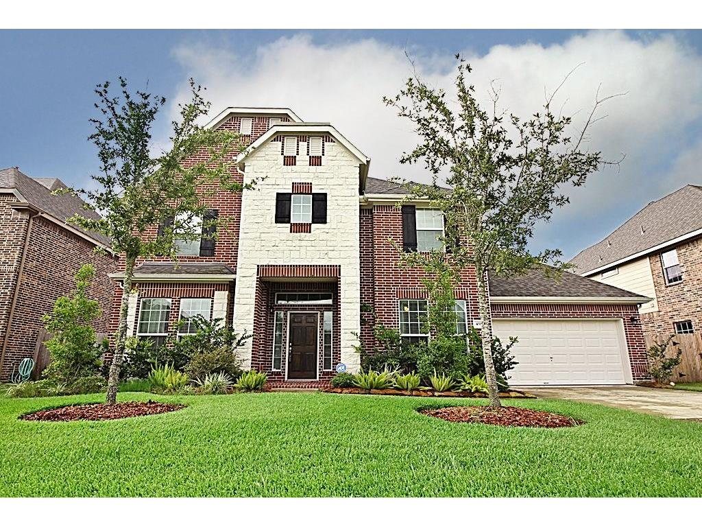 Photo of home for sale at 4315 Staghorn Lane, Friendswood TX