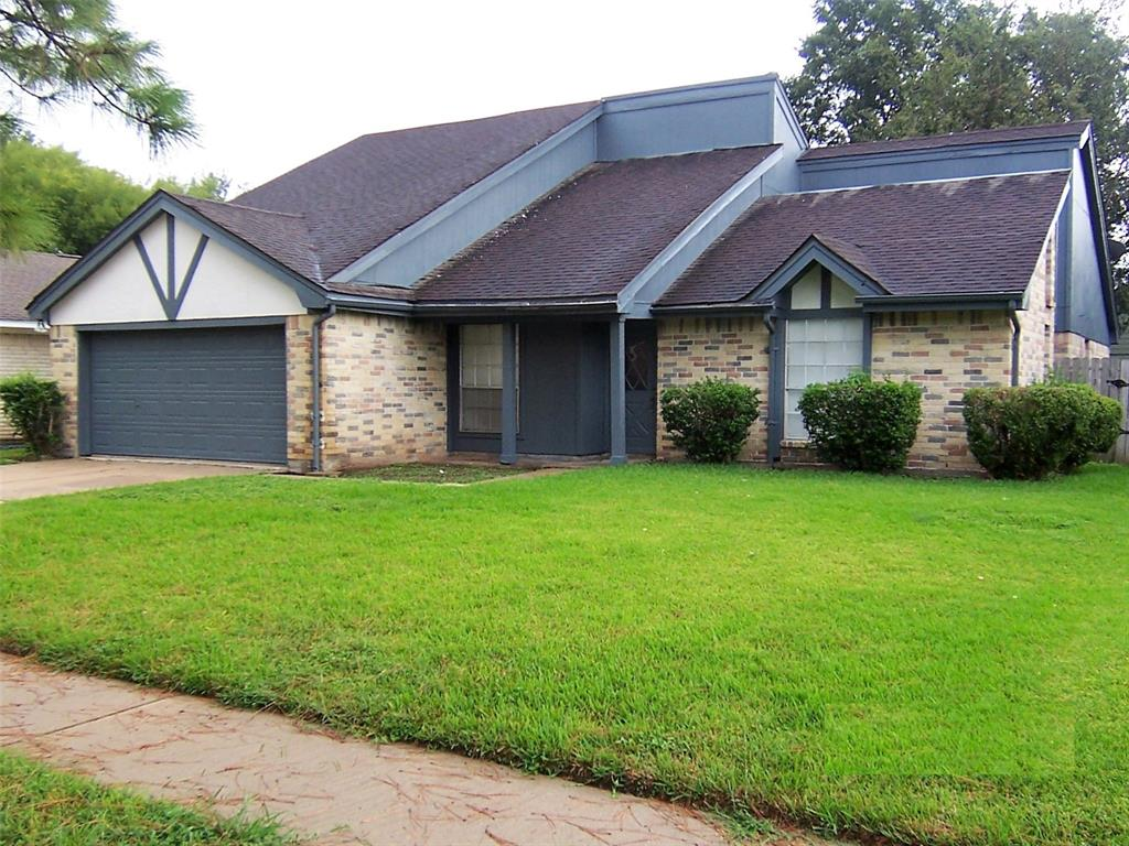 Photo of home for sale at 2614 Coopers Post Lane, Sugar Land TX