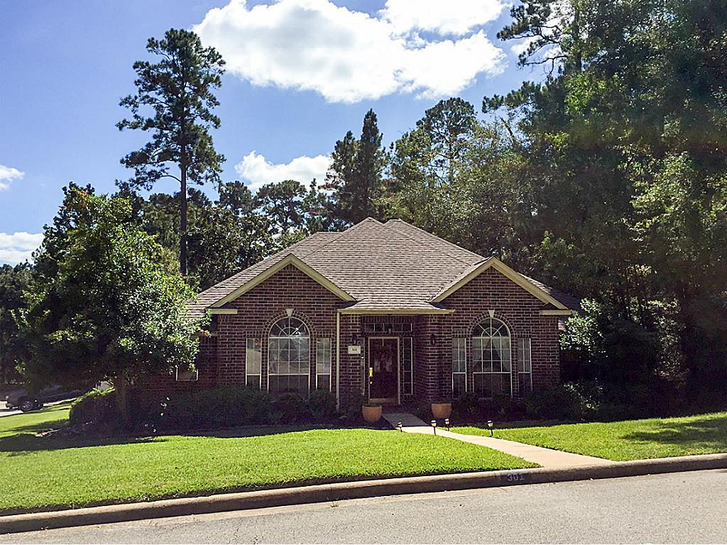 Photo of home for sale at 301 Inverness Street, Huntsville TX