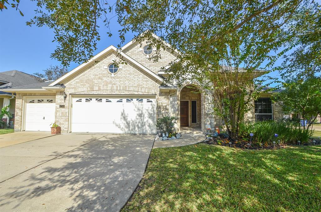 Photo of home for sale at 17302 Canyon Knoll Drive, Houston TX