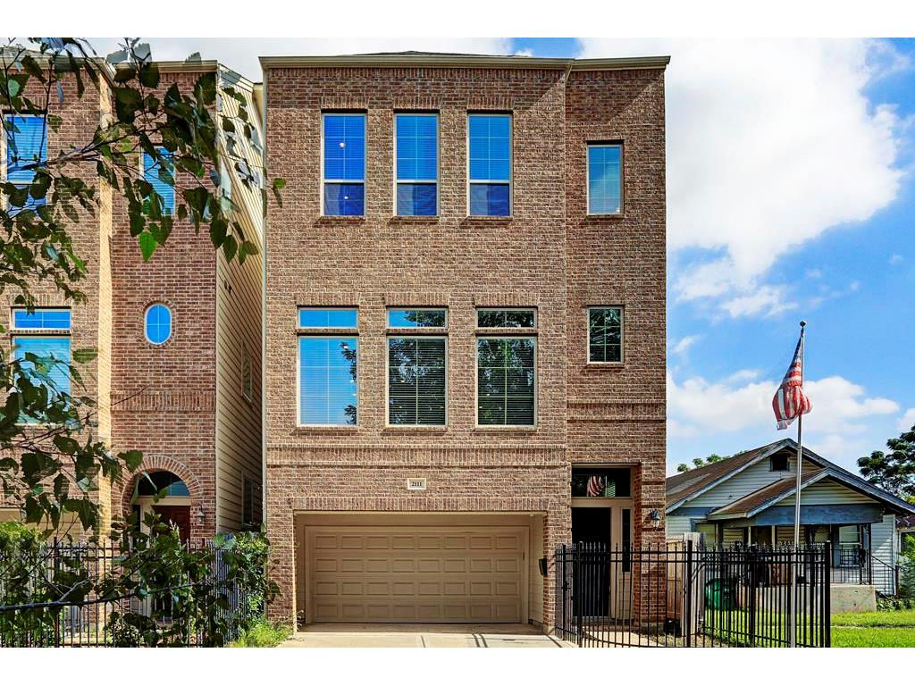 Photo of home for sale at 2111 Francis Street, Houston TX