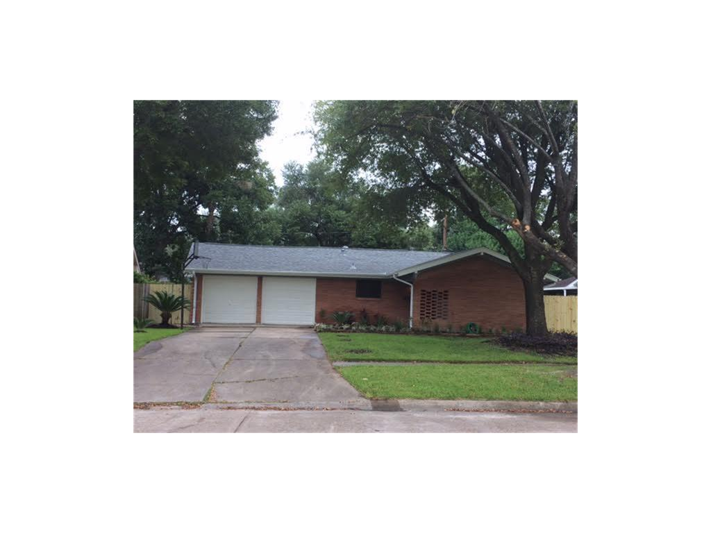 Photo of home for sale at 2505 Blueberry Lane, Pasadena TX