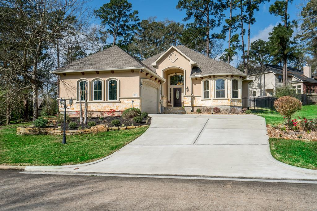 Photo of home for sale at 220 Blue Hill Drive, Montgomery TX