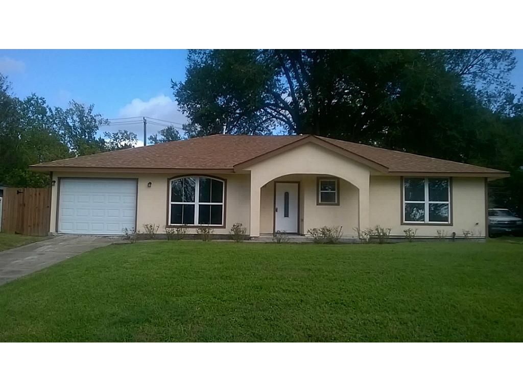 Photo of home for sale at 1338 Bayswater Drive, Houston TX