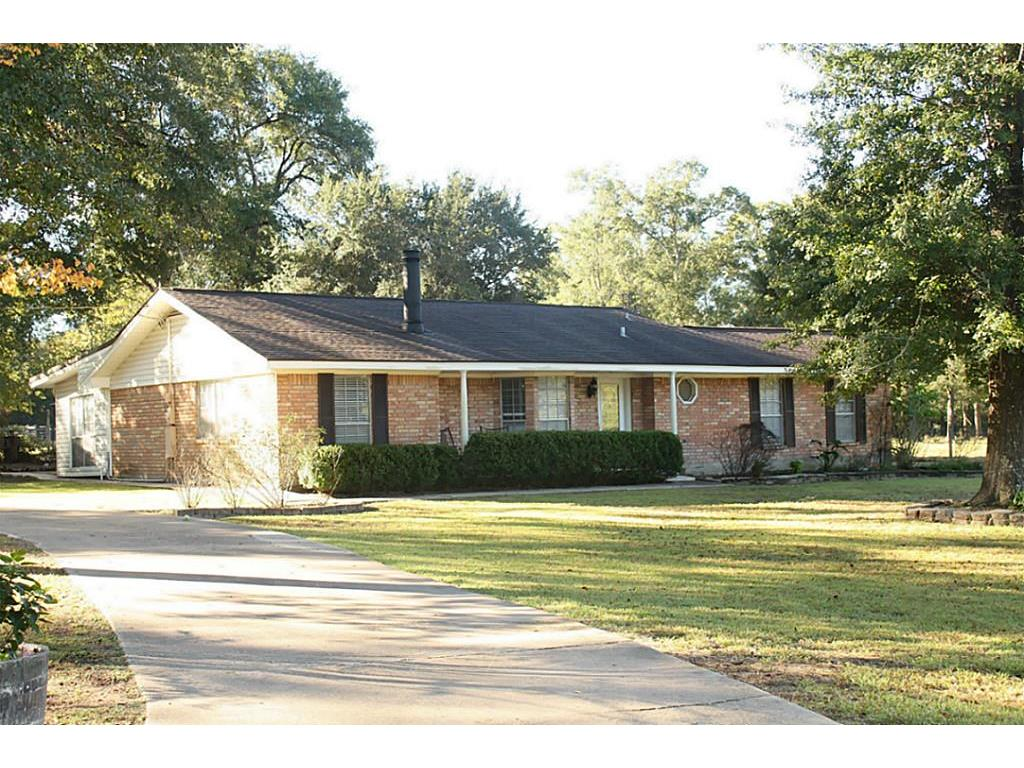 Photo of home for sale at 57 Natures Way Road, Huntsville TX