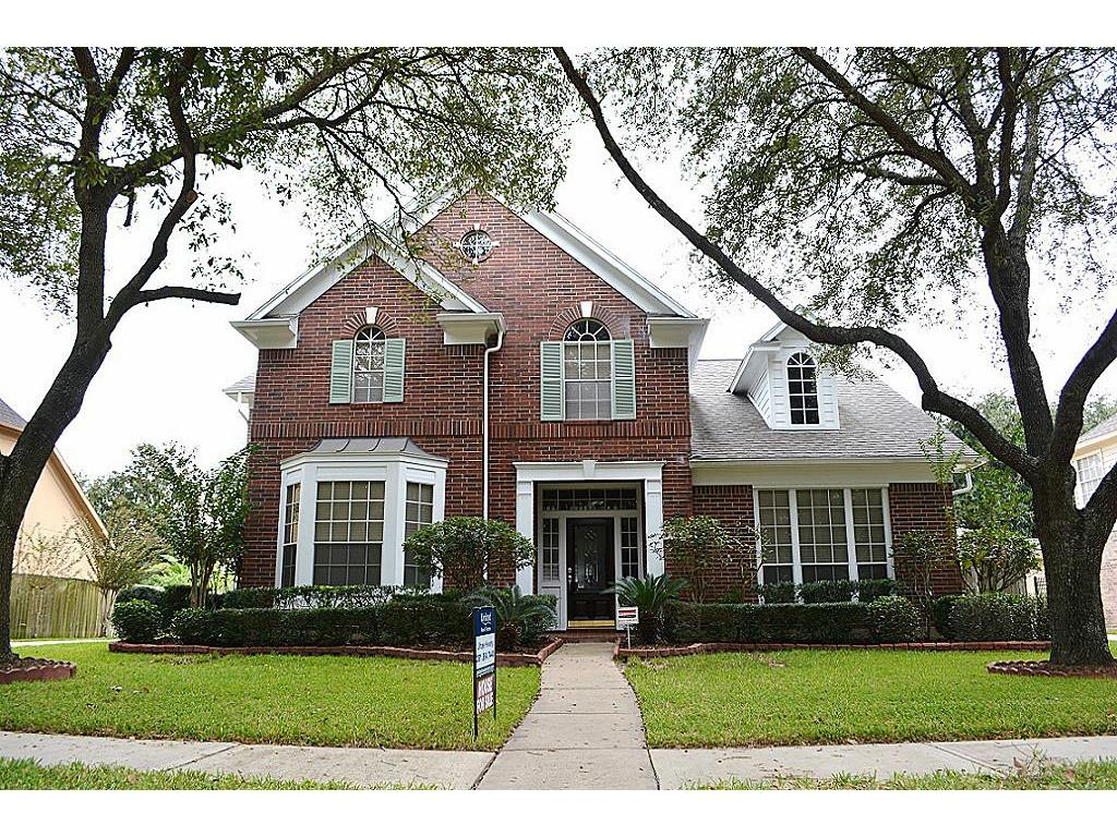 Photo of home for sale at 4707 Brookview Drive, Sugar Land TX