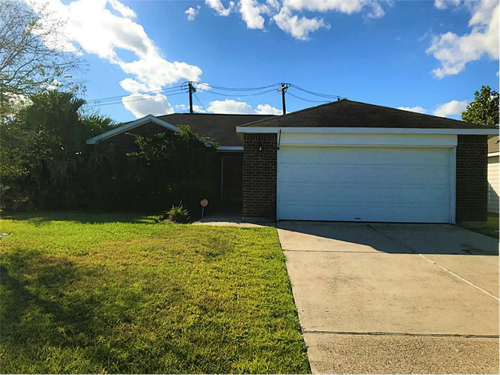 Photo of home for sale at 2121 Bonito Drive, Texas City TX