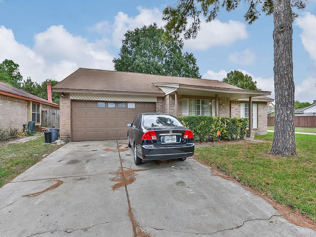 Photo of home for sale at 7302 Pebblemill Lane, Houston TX