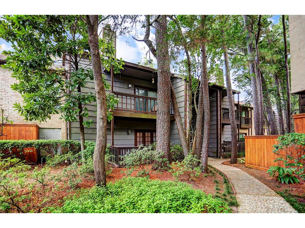 Photo of home for sale at 11711 Memorial Drive, Houston TX