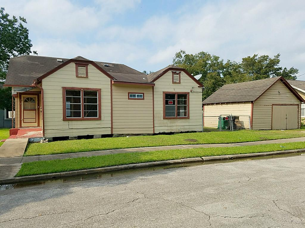 Photo of home for sale at 5619 Craig Street, Houston TX