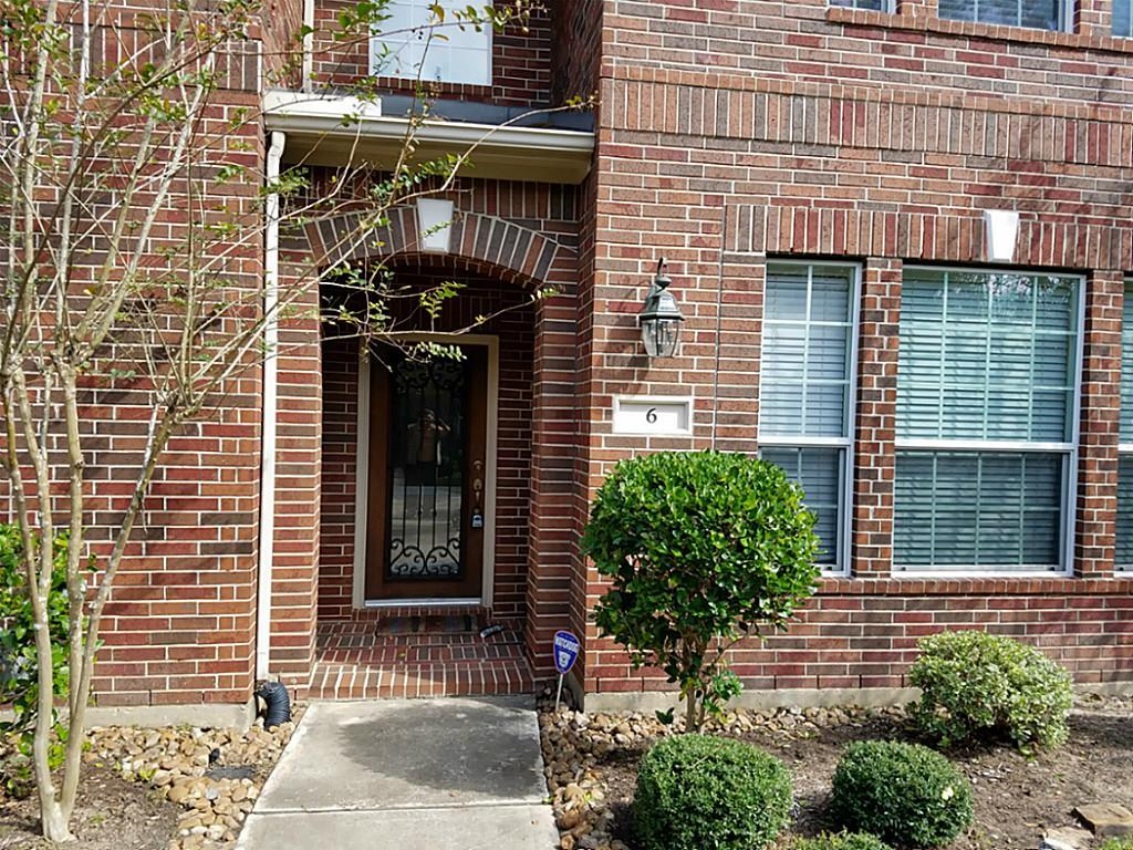 Photo of home for sale at 6 Rosalind Lane, The Woodlands TX