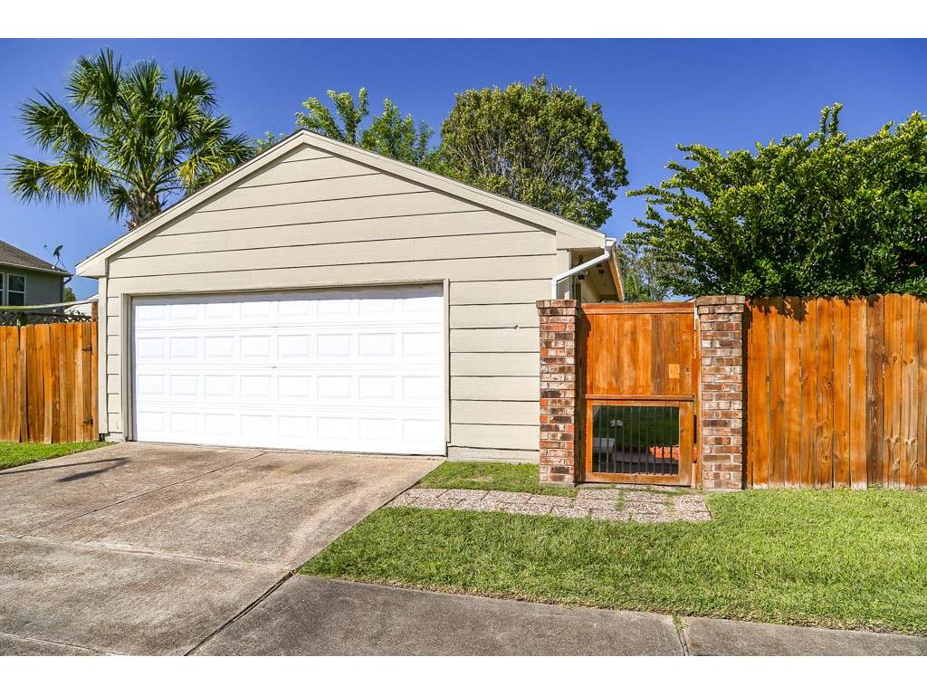 318 Lost Rock Drive Houston, TX 77598 - MLS #: 16005443