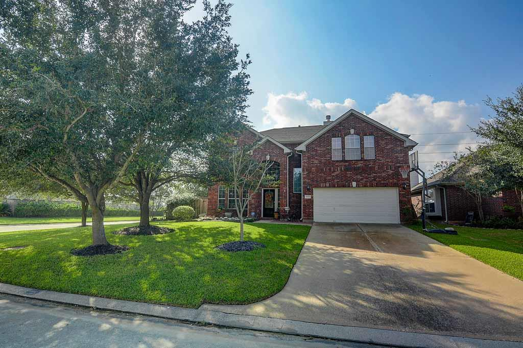 Photo of home for sale at 17703 Towne Bridge Drive, Tomball TX