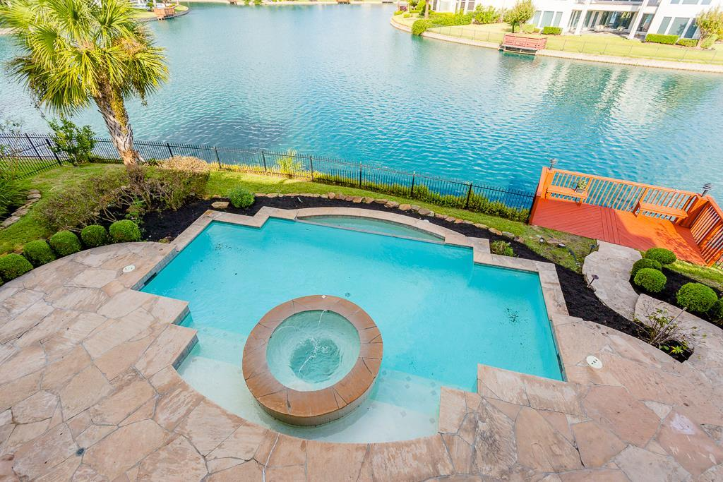 Photo of home for sale at 5 Saint Christopher Court, Sugar Land TX