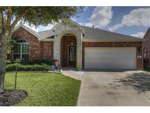 Property for sale at 2319 Canyon Springs Drive, Pearland,  Texas 77584