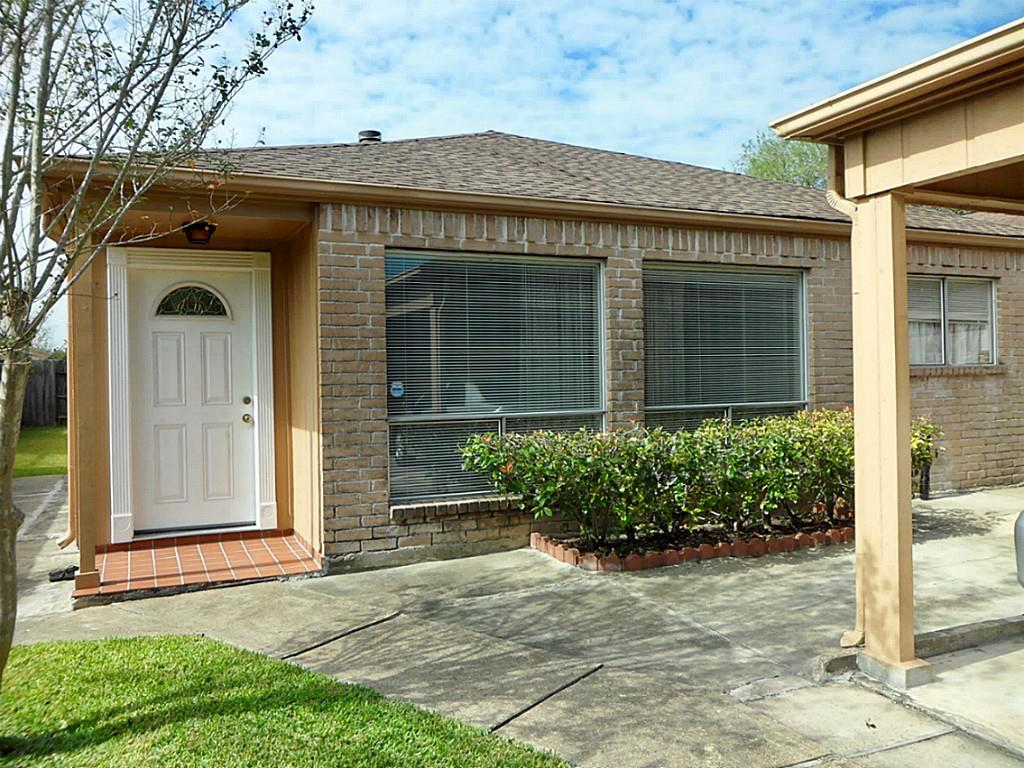 Photo of home for sale at 9306 Clipperwood Place, Houston TX