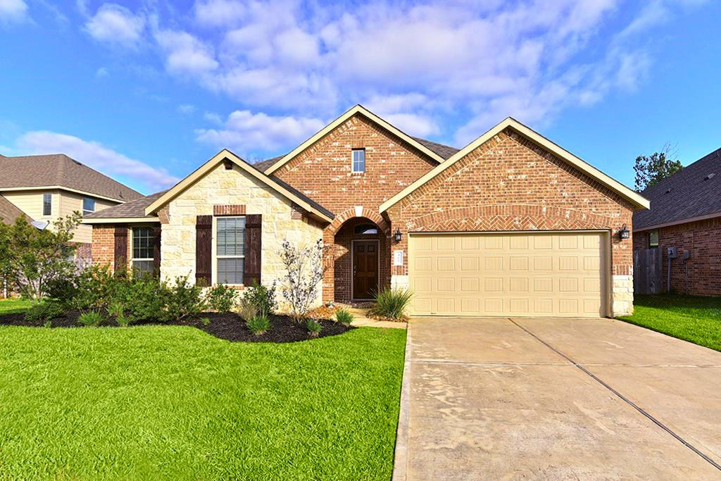 Photo of home for sale at 907 River Crossing Drive, Conroe TX